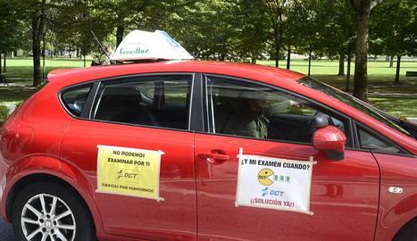 Los profesores de autoescuela toman las calles del centro de pamplona - Jefatura trafico zaragoza ...