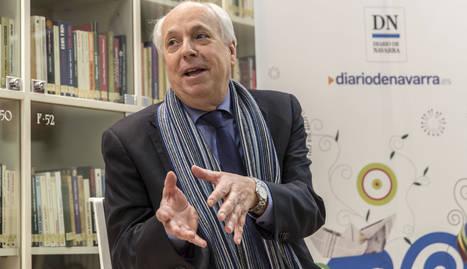 "Eduardo Mendicutti presentó ""Furias divinas"" en el club de lectura"