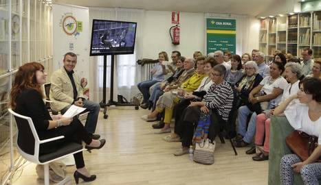 Lorenzo Silva en el club de lectura de Diario de Navarra