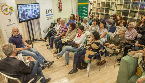 Alejandro Palomas en el Club de Lectura de Diario de Navarra