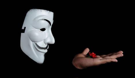 foto de una máscara y un disfraz