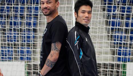 Alexandre Araça y Tomoki Yoshikawa, dos de las principales bazas defensivas del Magna,  espalda con espalda en el Anaitasuna.