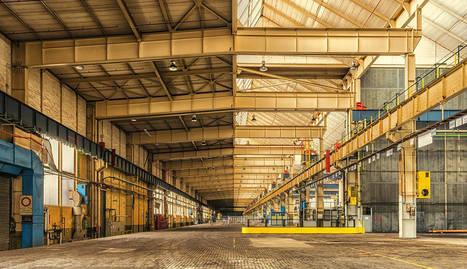 foto de Interior de una nave industrial.