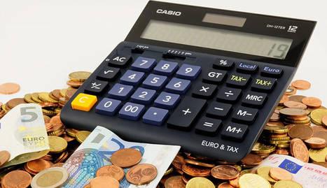 foto de calculadora con dinero