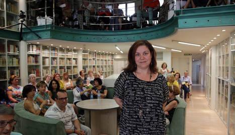 Care Santos en el club de lectura de Diario de Navarra