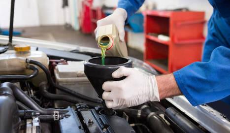 Cambio de aceite a un vehículo.