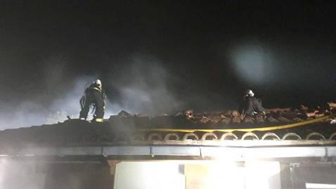 Una estufa provoca un incendio en el tejado de una casa de Subiza