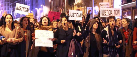 """Protestas ante Justicia por una """"justicia patriarcal"""" en el juicio de Pamplona"""