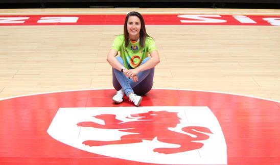 Ana Etayo en el pabellón donde jugará la próxima temporada con la camiseta del Sala Zaragoza.
