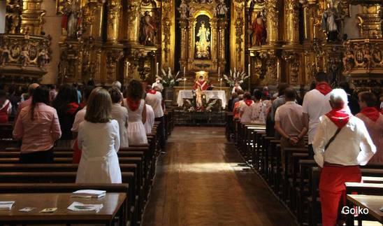 Foto de la celebración religiosa oficiada en honor a San Fermín en la parroquia de San Martín.