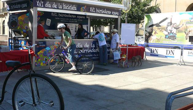 Participantes en el XVI Día de la Bicicleta celebrado en Pamplona.