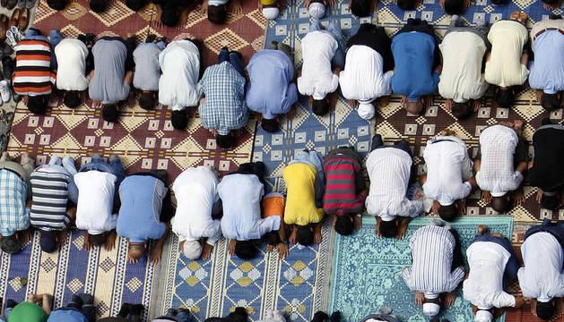 Distintos creyentes musulmanes de diversos países del mundo celebran el Ramadán