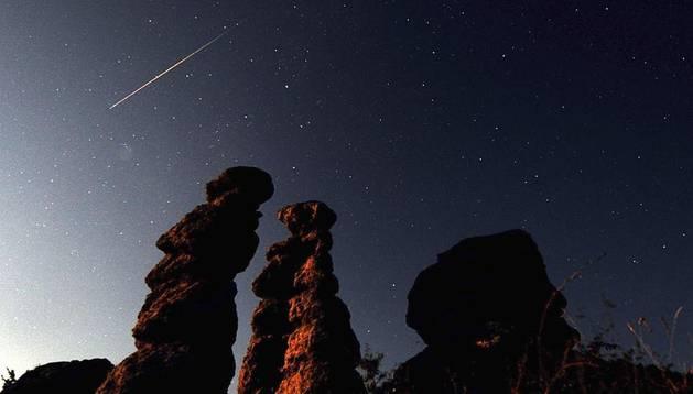 Imágenes del cielo en Kuklice (Macedonia), donde se observa el paso de un meteorito