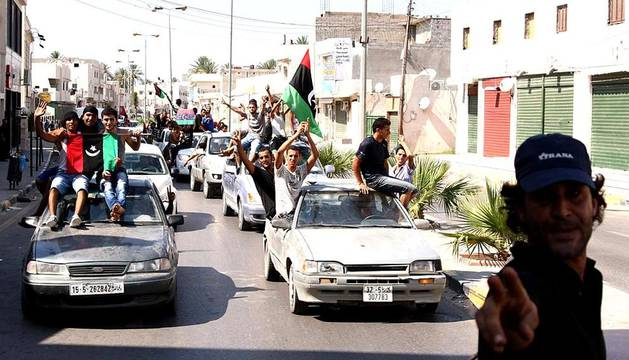 Los rebeldes cercan a Gadafi y se hacen con el control de Trípoli