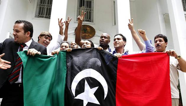 El avance rebelde en Libia cerca a Gadafi