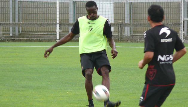 Primer entrenamiento de Lamah, el último fichaje de Osasuna, en Tajonar el miércoles 24 de agosto de 2011