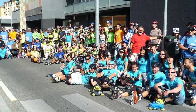 Un total de 150 patinadores participaron en la quedada organizada por el Ayuntamiento de Pamplona, los centros Civivox y la Asociación de patinadores Roll Iruña.