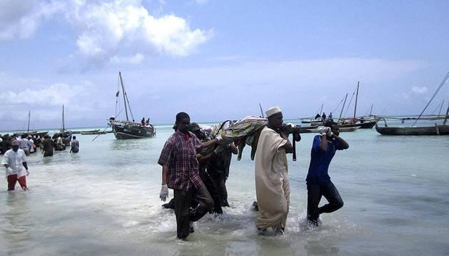 Más de cien personas han muerto después de que un barco con más de 500 pasajeros a bordo naufragara por causas todavía desconocidas en el archipiélago de Zanzíbar, frente a la costa de Tanzania.