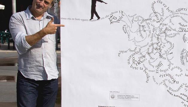 El realizador Asier Altuna ha presentado este jueves en Pamplona el documental 'Bertsolari', una película que profundiza en una tradición que ha cobrado un auge especialmente significativo en los últimos treinta años. Su estreno en la capital navarra tendrá lugar el próximo 14 de septiembre en los cines Yamaguchi.