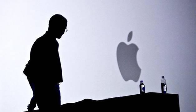 Steve Paul Jobs, cofundador y presidente de Apple Computer, uno de los mayores innovadores en la industria informática, ha fallecido este miércoles después de transformar los hábitos de consumo de varias generaciones con productos como el iPod, el iPhone o el iPad. (EFE)