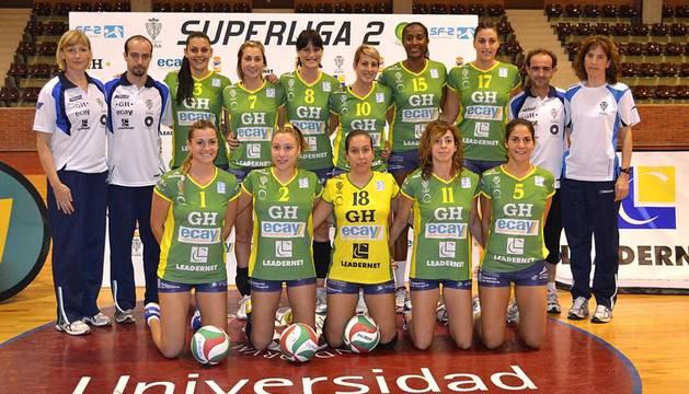 El GH Ecay Leadernet y sus seis equipos filiales, con más de 80 jugadoras, se presentaron en el pabellón de la Universidad de Navarra. Esta temporada, el equipo principal debuta en la Superliga 2, segunda categoría del voley femenino nacional.