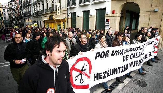 Cinco sindicatos navarros docentes  han convocado este jueves una huelga en Educación apoyada de una manifestación por las calles de Pamplona. Los convocantes han cifrado el seguimiento en un 70%.