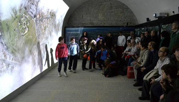 El centro de las Murallas de Pamplona se disfrazan de Halloween