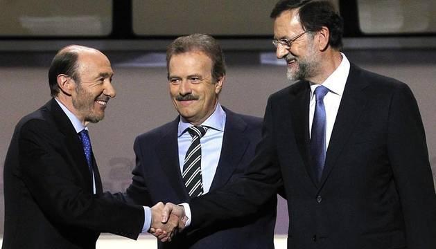 Rajoy y Rubalcaba se enfrentan en el debate televisado por la Academia de televisión, en el Palacio de Congresos.