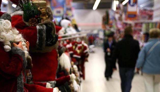 Varios comercios navarros ya han comenzado a ofrecer productos navideños a sus clientes.