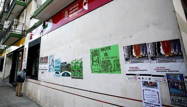 Varias oficinas del INEM de Pamplona donde cada día acuden decenas de personas a buscar trabajo, sellar la cartilla del paro o a pedir la aprobación de la renta básica.