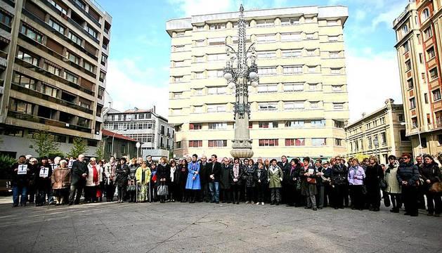 Concentraciones en el Ayuntamiento de Pamplona y en la plaza del Vínculo, en el Día Internacional de la violencia de género.