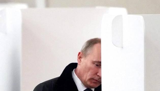 Más de 110 millones de rusos han sido llamados a votar este domingo en las elecciones del Parlamento.