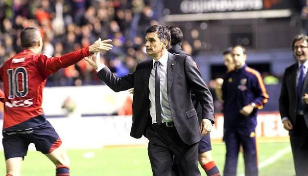 Osasuna se ha impuesto por dos goles a uno al Betis en la 15ª jornada de la Liga BBVA. Los rojillos se han adelantado en el marcador con un gol de Flaño en el minuto 38, pero Rubén Castro ha empatado para el club andaluz en el 79. Sin embargo, Nekounam ha deshecho la igualada en el minuto 92 tras ejecutar con maestría un libre directo.