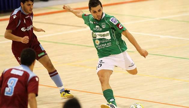 Imágenes del Triman 3 - Lobelle 3 jugado en el Pabellón Universitario de Navarra el 9 de diciembre de 2011.