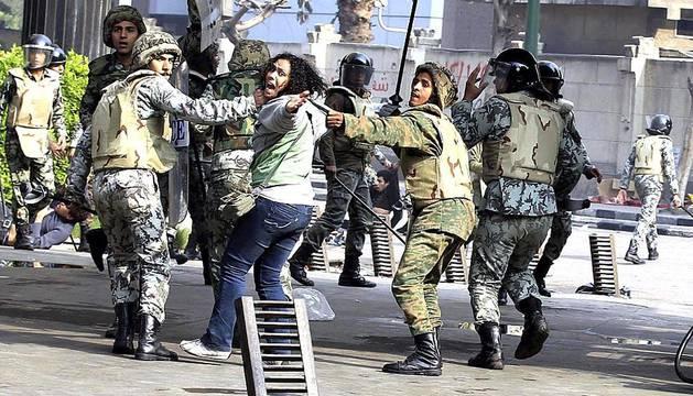 Varios muertos en los disturbios de Egipto. El Egipto se ha vuelto a desplegar en la plaza Tahrir