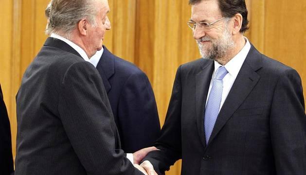 Los 13 ministros del Gobierno juran su cargo en la Zarzuela