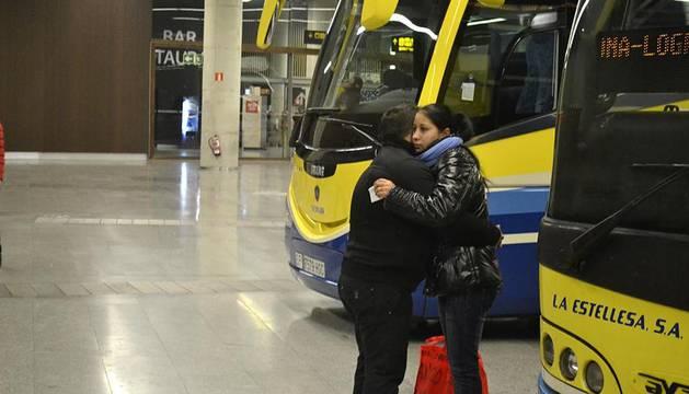 Imágenes de las estaciones de autobuses y de tren de Pamplona, tras la Nochebuena y el Día de Navidad