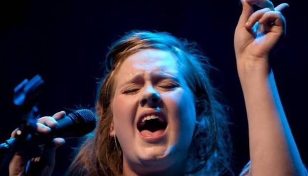 La cantante Adele durante una actuación