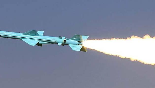 Imagen de un misil iraní tierra-tierra