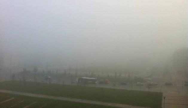Niebla en la zona de Buztintxuri durante la mañana de este martes.