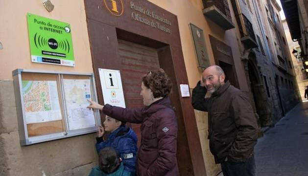 Turistas perdidos por las calles de tudela noticias de for Oficina turismo tudela