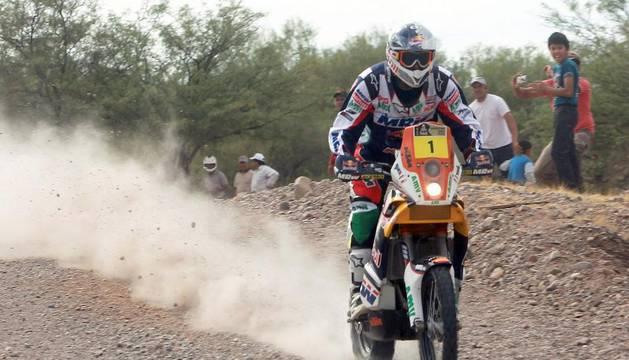 Marc Coma conduce su moto durante la cuarta etapa del Dakar 2012, entre San Juan y Fiambalá