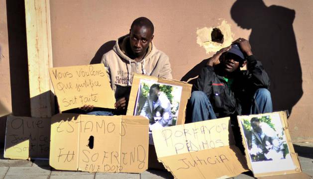 Exigiendo justicia por el asesinato de un joven senegalés en Barcelona