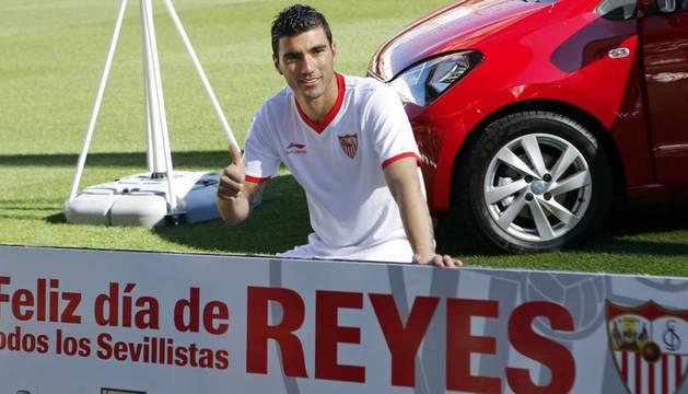 Reyes, en su presentación como jugador del Sevilla