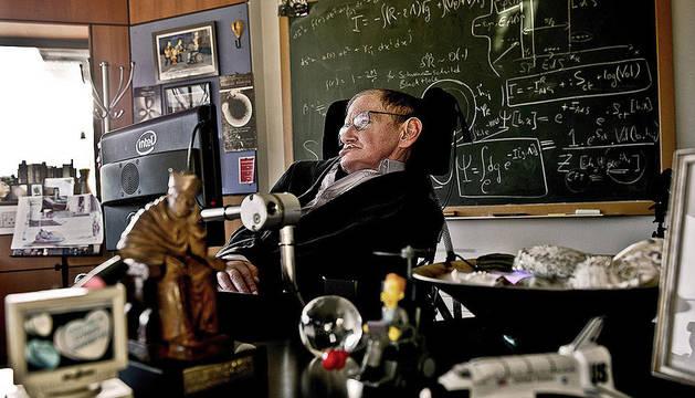 El científico Stephen Hawking cumple 70 años a pesar de una esclerosis degenerativa que le persigue desde la juventud