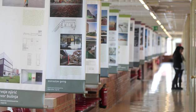 Imagen de una exposición en el interior de la Escuela de Arquitectura de la Universidad de Navarra