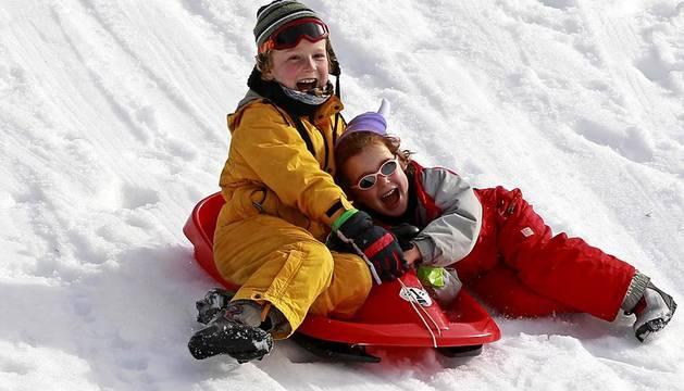 La nieve y los esquís llegan a Belagua