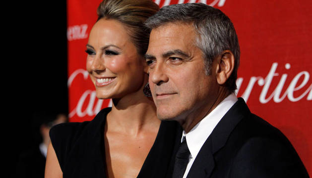 El actor George Clooney junto a Stacy Keibler