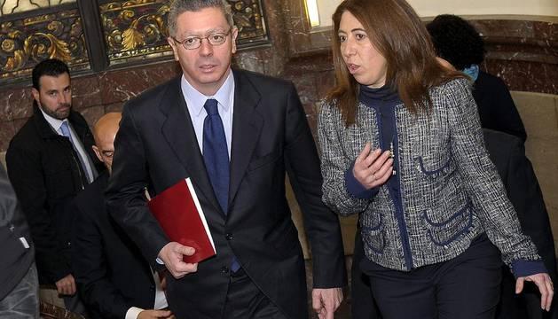 Gallardón y Alba, durante la toma de posesión de la nueva delegada del Gobierno