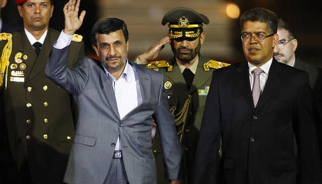 Mahmoud Ahmadinejad acompañado a su llegada a venezuela por el vicepresidente Elías Jaua